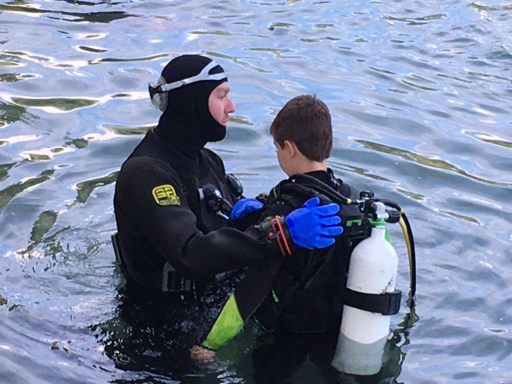 Sebastian Avant De Baptiser Son Jeune Futur Plongeur PADI
