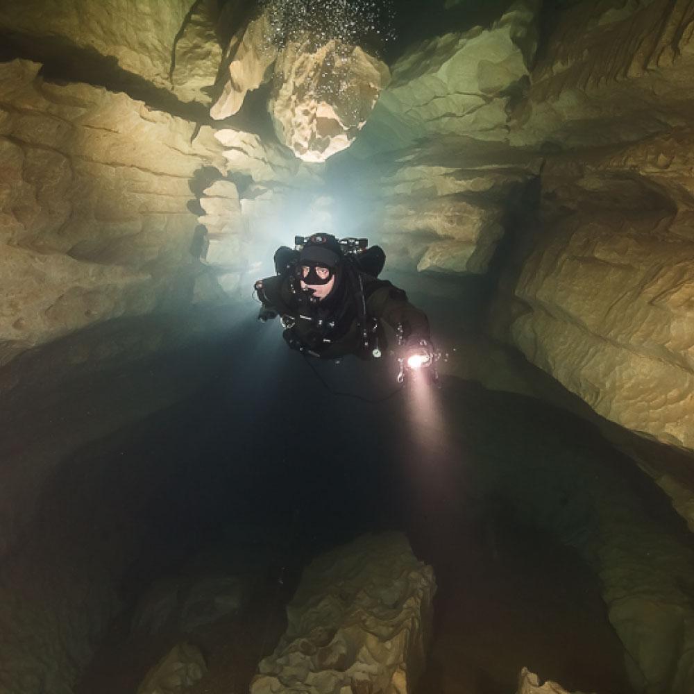 Plongée en grotte